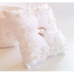 Daisy n Pearl Ring Pillow